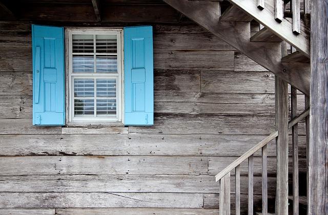 schody u okna
