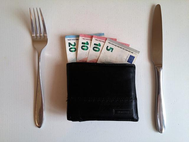 Nízke platy a najvyššia DPH na potraviny. To je realita na Slovensku