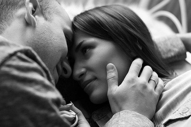 Muž so ženou, zamilovaní.jpg