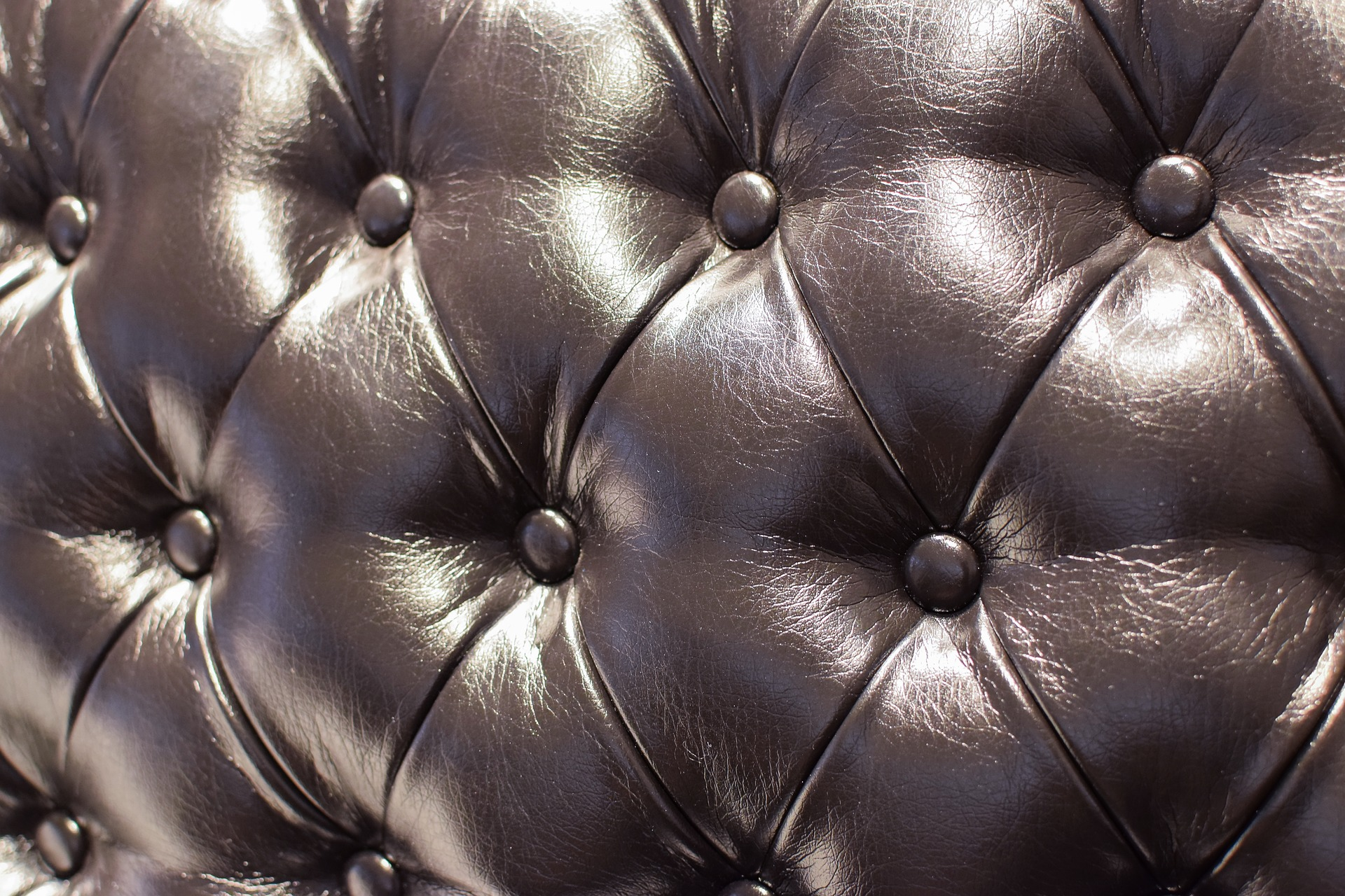leather-sofa-3234330_1920